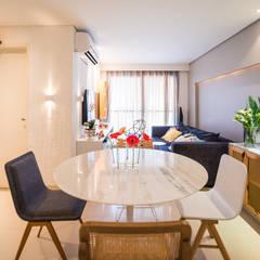 Ed. Colibri: Salas de jantar  por Bloom Arquitetura e Design