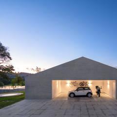 Garasi oleh Studio MK27, Modern