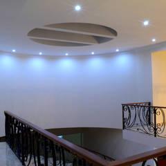 Corridor and hallway by Excelencia en Diseño