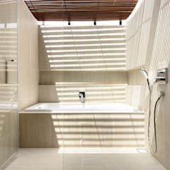 Well of Light HYLA Architects Modern bathroom