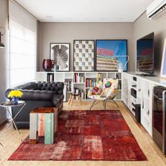 Salones de estilo  de Mauricio Arruda Design