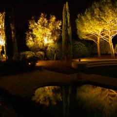 Villa Privata Costa Azzurra: Giardino in stile  di Cannata&Partners Lighting Design