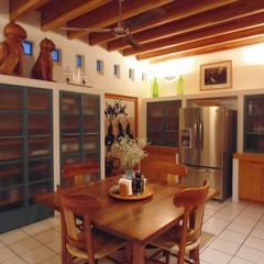 Huerta en Tesistán: Cocinas de estilo  por Taller Luis Esquinca, Rural