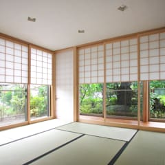 茶室のある家: ユミラ建築設計室が手掛けた窓です。