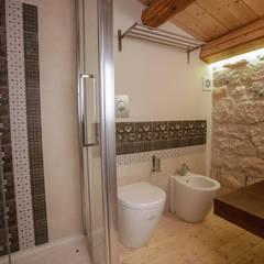 Bathroom by Viviana Pitrolo architetto