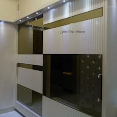 Walk-in Closet:  Dressing room by Five One Interio
