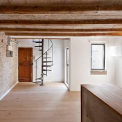 Corridor & hallway by Alex Gasca, architects., Mediterranean