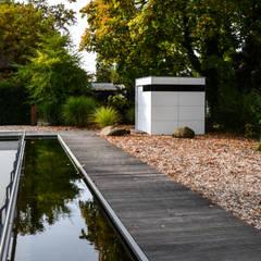 Garasi oleh design@garten - Alfred Hart -  Design Gartenhaus und Balkonschraenke aus Augsburg