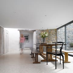 Les Jenemies:  Dining room by JAMIE FALLA ARCHITECTURE,