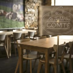 Lampadaire La table du comté:  de style  par elsa somano objets lumineux, Moderne