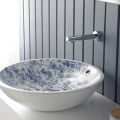 Lavabos de porcelana sobre encimera decorados de Bathco: Baños de estilo  de Sánchez Plá