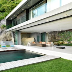 Villa Amanzi:  Pool by Original Vision, Modern