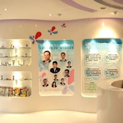 Display wall:  Offices & stores by Oui3 International Limited