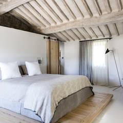 Dormitorios de estilo  por dmesure