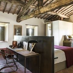 Bedroom by dmesure, Mediterranean