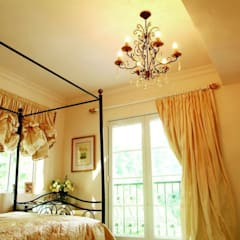 Master Bedroom: colonial Houses by Oui3 International Limited