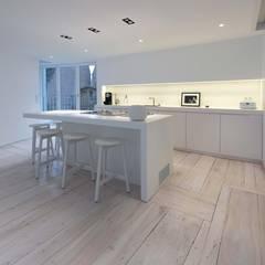 Habitation Privée Vieux-Lille: Cuisine de style  par mayelle architecture intérieur design