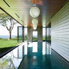 Hampton Residence:  Pool by Labo Design Studio