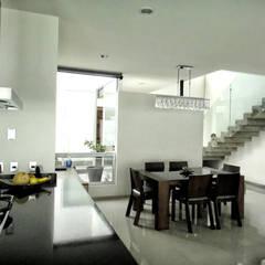 Salle à manger de style  par Abraham Cota Paredes Arquitecto,