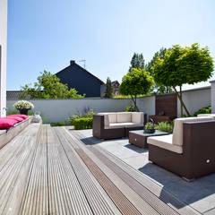 Sonnenterrasse Minimalistischer Balkon, Veranda & Terrasse von +grün GmbH Minimalistisch