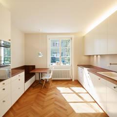 Küche: klassische Küche von Handschin Schweighauser Architekten ETH SIA
