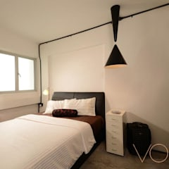 Lorong Lew Lian:  Bedroom by VOILÀ Pte Ltd,Industrial