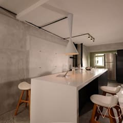Lorong Lew Lian: industrial Kitchen by VOILÀ Pte Ltd