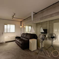 Lorong Lew Lian:  Living room by VOILÀ Pte Ltd,