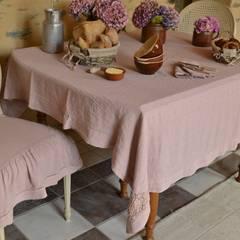 Dormitorios de estilo  por Amandine de Brévelay créations