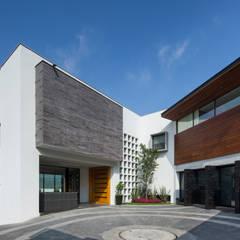 Fachada principal Casas modernas de URBN Moderno
