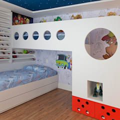 Nursery/kid's room by Link Interiores