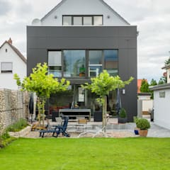 Box House - Single Family House in Lorsch, Germany Helwig Haus und Raum Planungs GmbH Сад в стиле модерн