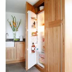 Larder fridge von GA Interiors Klassisch