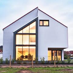Casas de estilo  de Helwig Haus und Raum Planungs GmbH