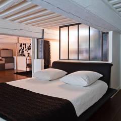 Rénovation d'un appartement de canut en duplex à Lyon Croix Rousse: Chambre de style  par Stellati Rénovation, Industriel
