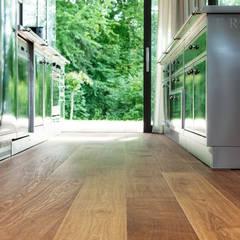 Le chêne marais rencontre du béton apparent TRAPA Böden GmbH Murs & SolsRevêtements de mur et de sol