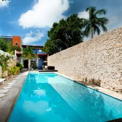 mediterraan Zwembad door Taller Estilo Arquitectura