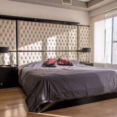Metamorfosis arquitectònica: viejo espacio/nuevo uso: Dormitorios de estilo  por LEBEL