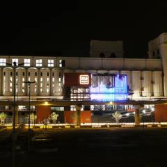 Entre Temps: Centre d'expositions de style  par Studio By Night