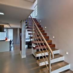 Casa bloco: Escadas  por Espaço do Traço arquitetura