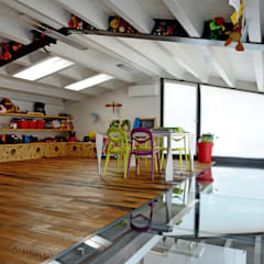 Nursery/kid's room by Massimo Adiansi Architetto
