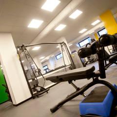 Centro Fitness The Trainer 4U Fitness & Club: Palestra in stile  di Studio_P - Luca Porcu Design