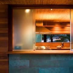 Windows by Mareines+Patalano Arquitetura, Tropical