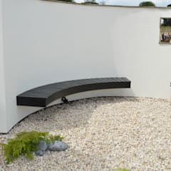 Suspended Wall Seat in Japanese Style Garden:  Garden by Unique Landscapes