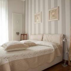 _Mondrian Home_: Camera da letto in stile  di Alessandro Multari Ingegnere - I AM puro ingegno italiano