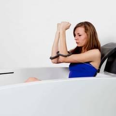 Wave: Salle de bain de style  par Hélène Le Héricy