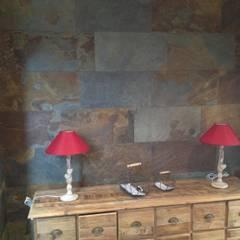 La pierre naturelle chez vous: Murs de style  par Design Pierres Naturelles
