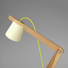 Lampe articulée: Bureau de style  par Antoine Monnet