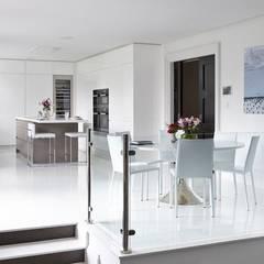 Kitchen by Mowlem&Co, Modern