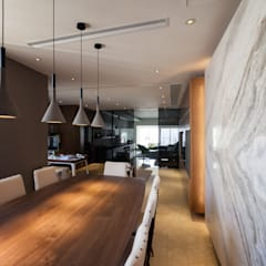 LP's RESIDENCE :  Dining room by arctitudesign